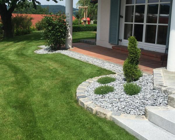 Gartenpflege mit Schlosser Gartenbau in Haag