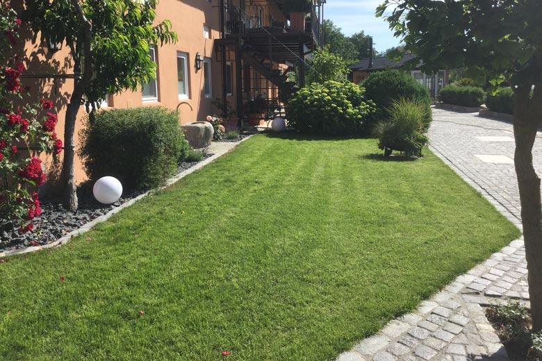 Gartenpflege mit Schlosser Gartenbau